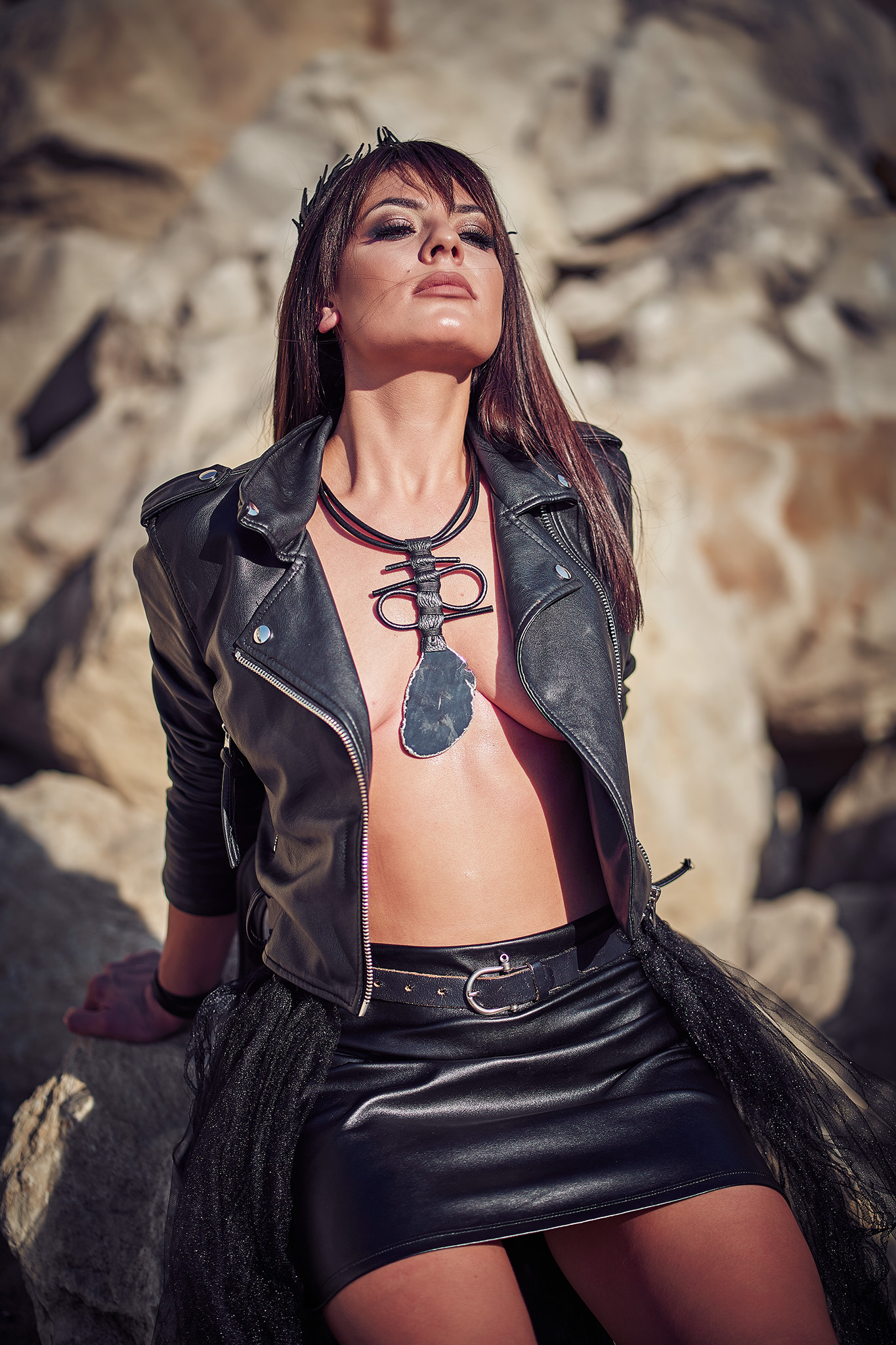 секси фотография на кожени бижута